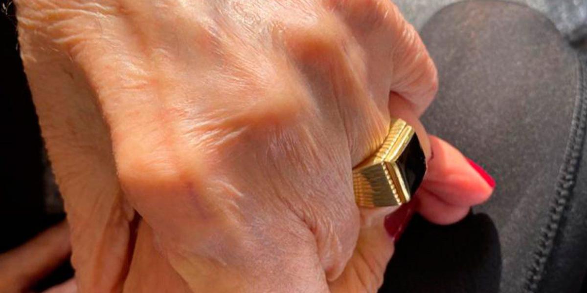 Aparecio el historico anillo de Carlos Menem 1